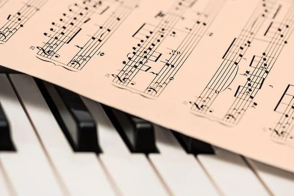 como usar melodía y acordes para componer una canción